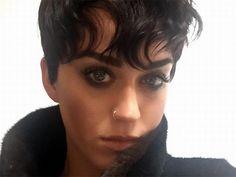Katy Perry se pasa al 'look' de Kris Jenner