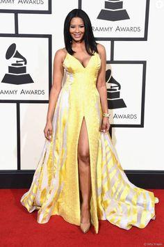 Vanessa Simmons usou vestido amarelo com fenda para o Grammy Awards, nesta segunda-feira, 15 de fevereiro de 2016