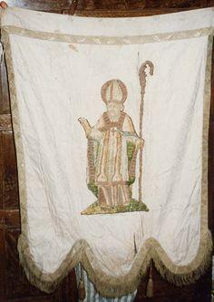 Eglise Saint-Martin à La Chapelle-Blanche-Saint-Martin (37240) - Bannière représentant saint Martin (elle date du XVII et XIXe siècles) (inscrite au titre des monuments historiques).