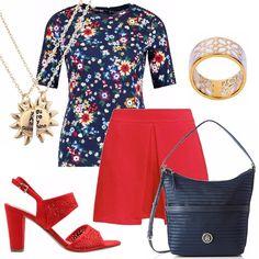 Outfit pratico ma elegante: blusa in fantasia floreale su fondo blu, scollo tondo, maniche 3/4. Gonna pantaloni rossa. Sandalo rosso con motivo di traforo. Borsa blu con manico e tracolla. Ciondolo dorato, anello smaltato bianco.
