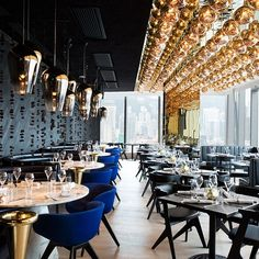 Tom Dixon Design Research Studio has designed the interiors of Alto Restaurant, which is a new grill restaurant in Hong Kong. This restaurant is the Modern Restaurant, Restaurant Design, Grill Restaurant, Luxury Restaurant, Restaurant Lighting, Bar Grill, Restaurant Concept, Design Café, Design Ideas