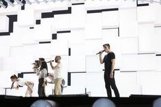 Belgium: Loïc Nottet goes minimalist and monochrome at first rehearsal