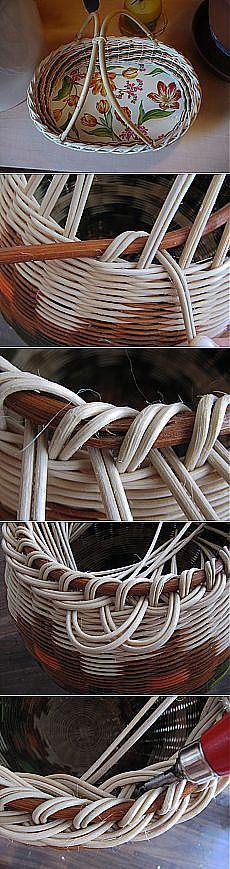 weaving a finished edge Newspaper Basket, Newspaper Crafts, Diy Craft Projects, Diy And Crafts, Arts And Crafts, Paper Weaving, Loom Weaving, Willow Weaving, Basket Weaving