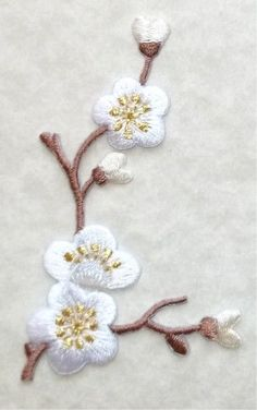 QUINCE WHITE LEFT EMBROIDERED IRON ON APPLIQUE #Unbranded