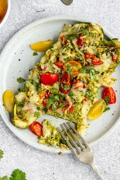 Savory pesto chicken stuffed zucchini boats with a homemade cashew jalapeño pesto and layers of mozzarella cheese. These easy, healthy pesto chicken zucchini boats are fun and easy to make and pack tons of delicious protein. The perfect dinner for using up fresh zucchini! #zucchinirecipe #zucchini #zucchiniboats #chicken #pesto #lowcarb #healthydinner #mealprep #dinner Healthy Stuffed Zucchini, Chicken Zucchini Boats, Healthy Pesto, Pesto Chicken, Healthy Eating Habits, Healthy Cooking, Healthy Foods, Healthy Spring Recipes, Homemade Pesto