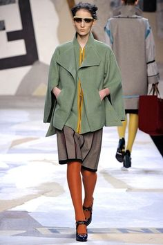 See the complete Fendi Fall 2011 Ready-to-Wear collection.