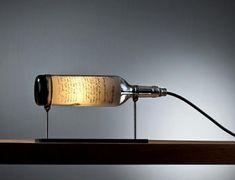 Cómo hacer una lámpara con botellas. ¡Súmate a la decoración reciclada! Cada vez hay más personas que optan por reaprovechar objetos que ya no usan o a los que se les ha terminado su vida útil y darles un nuevo uso a nivel estético para ...
