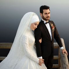 ✔ Couple Muslim Photography The Bride Pakistani Wedding Dresses, White Wedding Dresses, Designer Wedding Dresses, Wedding Gowns, Couple Wedding Dress, Wedding Couples, Wedding Bride, Couple Hijab, Cathedral Wedding Veils