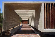 S&S House | Besonias Almeida Arquitectos   #Argentina #BesoniasAlmeidaArquitectos #BuenosAires #buenosairesargentina #Concrete #Courtyard #Glass #GustavoSosaPinilla #MarAzul #Pinamar #S&SHouse #Wood