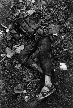 Vietnam War: Hue: Feb Body of a North Vietnamese soldier, Têt offensive, Battle of Hué, Vietnam, February 1968 Us Special Forces, Freaky Deaky, Vietnam War Photos, My War, North Vietnam, Historical Images, American War, Cold War, Military History