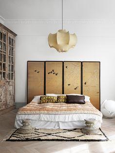 Incredible Eclectic Master Bedroom Design Ideas - Page 4 of 56 Master Bedroom Design, Home Bedroom, Modern Bedroom, Master Bedrooms, Bedroom Designs, Japanese Bedroom Decor, Japanese Inspired Bedroom, Zen Bedroom Decor, Bedroom Ideas