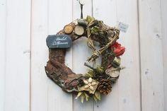 Ein *rustikaler Türkranz*, welcher mit *Liebe und Kreativität* hergestellt wurde.  Die Grundlage bildet ein aus Baumrinde gefertigter Naturkranz. Dieser wurde mit den verschiedensten natürlichen...