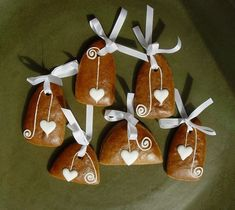Honey Cookies, Xmas, Christmas Ornaments, Sugar And Spice, Design Crafts, Biscotti, Cookie Decorating, Gingerbread Cookies, Icing