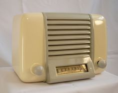 Clarion Midget Waterfall Face Bakelite Art Deco 1940's Tube Radio