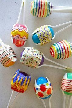 Make your own Maracas for Cinco De Mayo - Everyone always has a stash of those colorful plastic eggs left over from Easter. Recycle them to make adorable maracas for Cinco De Mayo! Kids Crafts, Preschool Crafts, Easter Crafts, Projects For Kids, Art Crafts, Craft Projects, Arts And Crafts, Craft Ideas, Project Ideas