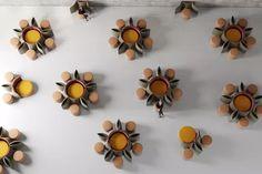 Nossa Casa 2020: mostra reúne designers e artistas brasileiros. Na imagem, obra de Ronald Sasson Stud Earrings, Camila, Mugs, Bowls, Designers, Dishes, Farm House, Display Stands, October