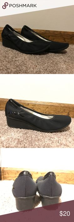 AK New York Sport Super Comphy Dress Shoes! AK New York Sport black dress shoes! Gently worn, great condition! These shoes perfectly mix comfort and class. You can wear them all day with out your feet hurting! Approx. 1.5 inch heel. Feel free to make an offer! AKA New York Shoes Flats & Loafers