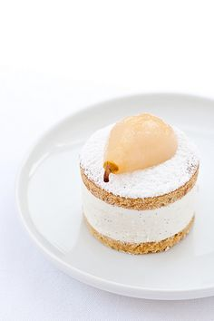 beautiful pear dessert! Just wish this site had a translate button!