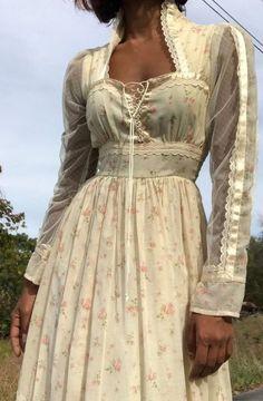 Absolutely stunning vintage Gunne Sax by Jessica full length prairie dress. Skirt Fashion, Boho Fashion, Fashion Dresses, Vintage Fashion, Fashion Design, Gothic Fashion, Winter Fashion, 70s Hippie Fashion, Romantic Fashion