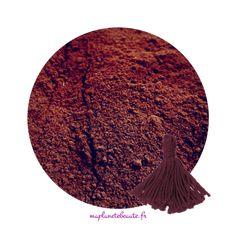 Poudre naturelle qui colore les cheveux en rouge avec plusieurs nuances magnifiques, du rouge magenta au grenat/pourpre , une couleur unique pour chaque cheveux