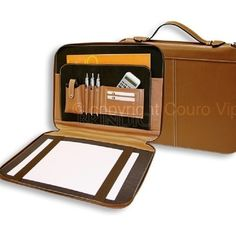 Pasta convenção executiva personalizada, com porta-caneta, porta-celular/calculadora e porta-cartão. www.brindice.com.br/brindes/pasta-executiva