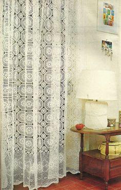tejidos artesanales: cortina con motivos de cenefa