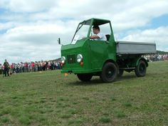 Lorries Although we pay less, but how this is actually a truck? IFA Multicar , then only Multicar , or even Kinderkamion or multikráva , that was a long … Smart Car, Zine, English Language, Antique Cars, Classic Cars, Monster Trucks, Camping, History, Autos