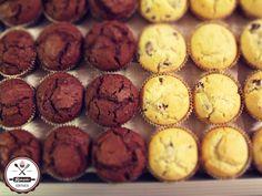 Dupla csokis és meggyes-vaníliás muffinok. Mindehhez pusztán egy jól bevált muffin receptre van szükséged. És azt most meg is kapod. ;)