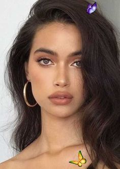 10 Minimal Makeup Looks That Take 10 Minutes Or Less - Society19 A bronze glow is perfect for minimal makeup looks. #bronze #dewyglow #glowmakeup #minimalmakeup<br> Summer is here! That means perfecting minimal makeup looks. These daytime looks are foolproof whether you are out and about this summer, or just want to look refreshed for the work day. Make Natural, Natural Makeup Looks, Natural Beauty Tips, Natural Hair Styles, Natural Glow Makeup, Simple Makeup Looks, Simple Prom Makeup, Light Makeup Looks, Unique Makeup