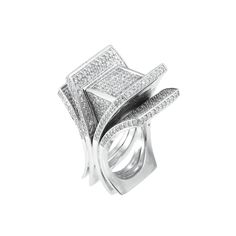 White Gold and Diamond Ring   14 kt., round diamonds ap. 3.25 cts., c. 1970, ap. 32.4 dwt.