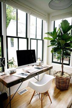 #interiordesign Inspiation Workspace, Home Office Schreibtische, Dunkel,  Stuhl, Raumgestaltung, Innenarchitektur