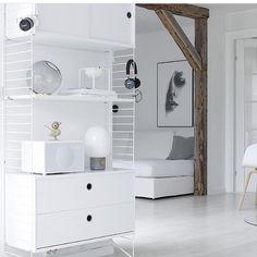 Meet Hanne and her beautiful home Bookcase Shelves, Storage Shelves, String Shelf, String System, Ikea, Shelving Systems, Living Room White, Storage Design, Scandinavian Interior