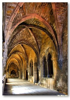 Coisters of the Cathedral of Lisboa, Portugal by Vítor Ribeiro on Visit Portugal, Spain And Portugal, Religious Architecture, Gothic Architecture, Beautiful Buildings, Beautiful Places, Chapelle, Place Of Worship, Kirchen