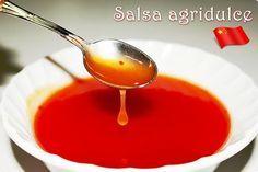 Salsa agridulce: 75 ml. de vinagre de vino blanco. 100 gr. de azúcar. 50 gr. de ketchup. 75 ml. de agua. 1 cucharadita de maizena.