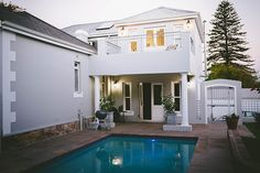 Cape Town, Bed And Breakfast, Southern, Victorian, Warm, Mansions, House Styles, Home Decor, Decoration Home