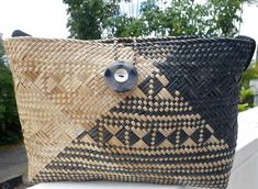 Lauhala Purse by PamMadeThis on Etsy Weaving Art, Hand Weaving, Weaving Techniques, Art Inspo, Straw Bag, Throw Pillows, Purses, Black And White, Hawaii