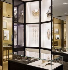 Chanel_Accessories-boutique-at-Bergdorf-Goodman-New-York_2