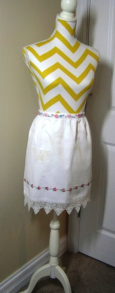 1 Pocket Poly Cotton Blend Kitchen Decor 1980s Apron in Green Christmas Holiday Print with Red Rick Rack Trim Bright Colors Bells