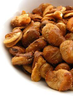 Tuinbonensnack (gefrituurde tuinbonen) | Aziatische-ingrediënten.nl Bean Recipes, Healthy Recipes, Healthy Food, Tefal Actifry, Vegetable Snacks, Asian Vegetables, Fava Beans, Love Food, Tapas