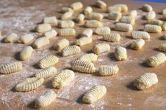 Homemade Gnocchis - Guaranteed good! Italian Gnocchi, Few Ingredients, Simple Art, Homemade, Vegetables, Easy, Food, Gnocchi, Home Made