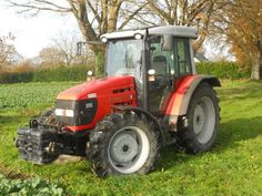 Hello all,  It is a new week and it is dedicated to SAME tractors ...  Hope you enjoy this picture of a Silver 110  More on http://www.agriaffaires.co.uk/used/farm-tractor/1/4048/same.html