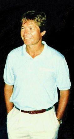 John Denver in Cincinnati, OH, in 1990, by Ron Grainger