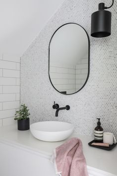 Most current Snap Shots white Bathroom Mirror Concepts Perhaps you have looked at a person's outdated bathroom mirror and merely desired may the hammer t Neutral Bathroom, Attic Bathroom, Bathroom Interior, Washroom, Ikea Interior, Boho Bathroom, Contemporary Bathrooms, Modern Bathroom, Small Bathroom