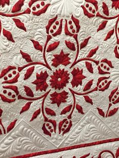 Red December by Gail Smith, quilted by Angela McCorkle. Pattern by Esther Aliu | Esther's Quilt Blog