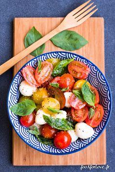 Salade de Tomates Multicolores, Mozzarella et Basilic - Food for Love