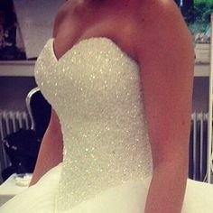 vestido de noiva com cristais e longo