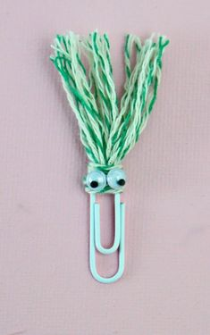 Make Funny Face Bookmarks for Back to School - School Funny - School Funny meme - - Fun bookmarks to make for back to school. The post Make Funny Face Bookmarks for Back to School appeared first on Gag Dad. Paperclip Crafts, Paperclip Bookmarks, Cute Bookmarks, Corner Bookmarks, How To Make Bookmarks, Crochet Bookmarks, Bookmarks For Kids, Handmade Bookmarks, Marque-pages Au Crochet