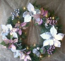 Wreaths in Holiday Decor - Etsy Holidays