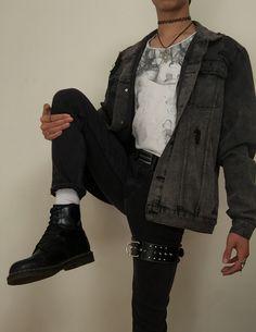 Alternative Fashion Doc Martens Choker Thigh Belt Men's Fashion Style Monotone Goth Grunge Punk Emo Outfit of the Day Black Jeans Soft Grunge Outfits, Grunge Boy, 90s Fashion Grunge, Quirky Fashion, Punk Outfits, Punk Fashion, Cool Outfits, 90s Grunge, Alternative Outfits