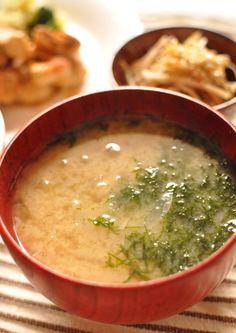 玉ねぎとアオサのお味噌汁
